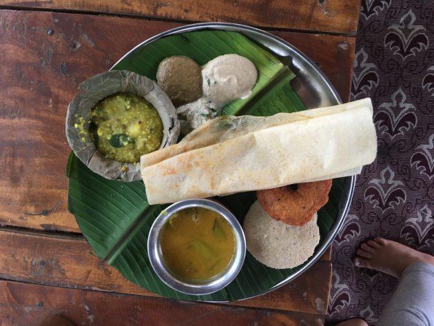 Südindisches Frühstück: Dosa, Idli,  Gaare, Chutney